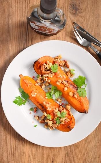 バターナッツかぼちゃの濃厚な味わいは、実はメープルシロップともよく合います。  さらに、ナッツをトッピング。なめらかな食感にナッツのコリコリとした食感がからんで、とてもおいしく頂けますよ。
