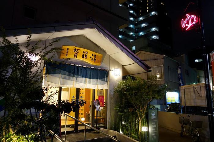 お風呂は、まちの社交場でもある銭湯で地元の方の仲間入り。レセプションで受け取った「銭湯チケット」で近くのお好きな銭湯に入浴できます。大浴場は日本文化、そして旅の醍醐味でもあります。
