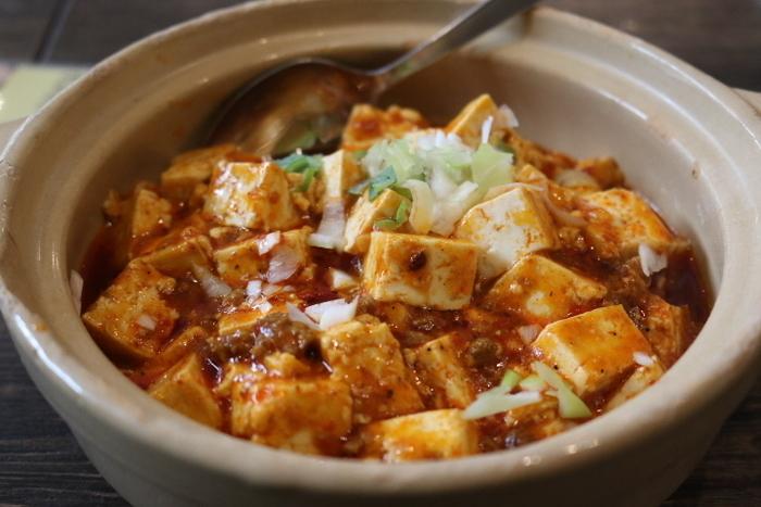 しびれる辛さがたまらない麻婆豆腐もランチセットでいただけます。中国から呼び寄せた料理人が、厳選した食材・スパイスを使っているので、本場の味がリーズナブルに楽しめます。