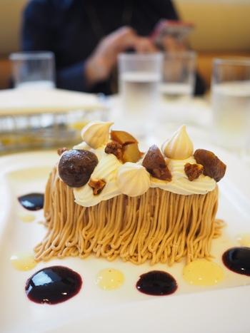 伊勢丹6階にあるサロン店はゆったりとした空間で、ここ限定の絞りたてモンブラン、パフェやケーキなどをいただくこともできますよ。