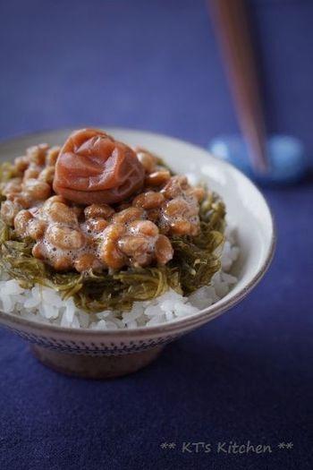 朝ごはんにサラサラ食べられるめかぶ納豆ごはん。栄養満点の納豆と合わせることで健康度アップ。