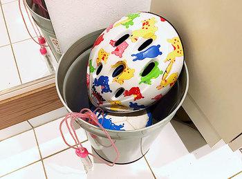玄関に置きっぱなしの子どもの遊び道具は、一時的に子供部屋やベランダなどに置いておくのがいいでしょう。