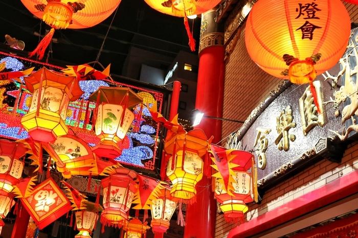 長崎を代表する観光地のひとつ、中華街。縦横あわせて約250メートルの十字路には絶品中華を味わえるお店がひしめき、目移り必至の賑やかさです。異国情緒を肌で感じながら、たっぷりとグルメ散策しませんか。