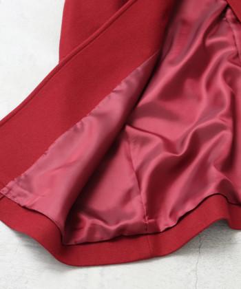 長めの着丈で下半身もしっかりぬくぬく。表地には、高級スーツなどにも使われている上質なウールを使用しています。