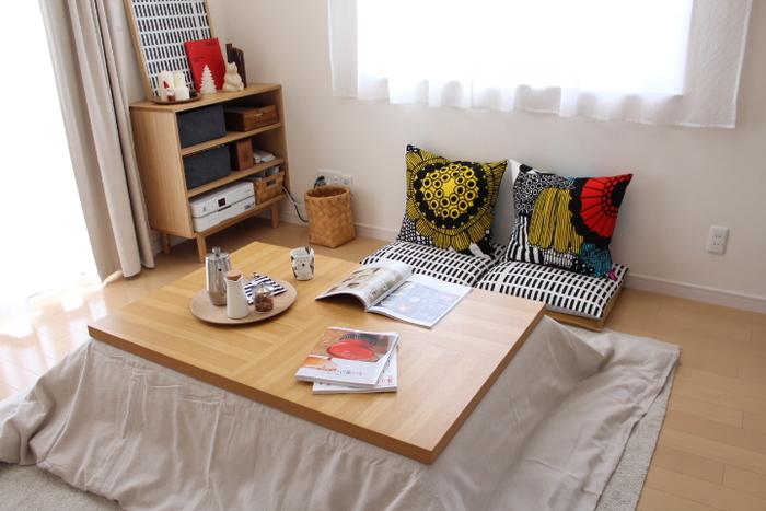 壁面を背もたれにするなら、座布団やクッションもおすすめです。 座布団は重ねることで、好みの高さに調節しやすくなりますよ。