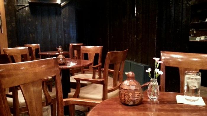 店内は全席禁煙。席数はたくさんあり、混んだ際には2階も解放しているので、落ち着いてカフェの時間を楽しむことができます。