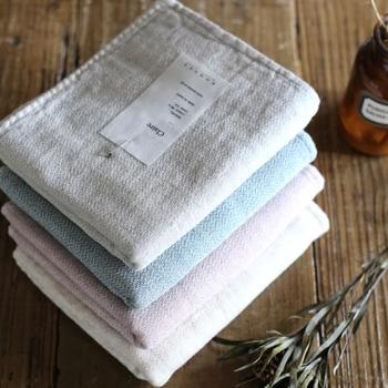 洗面室のタオルも清潔なものを何枚か用意しておくだけで、ゲストに気持ちよく使ってもらえます。