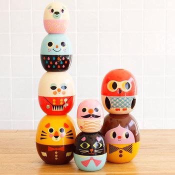 小さなお子さんがいるのなら、可愛いおもちゃも用意しておくと喜ばれますね。こんな可愛いマトリョーシカなら、おもちゃ以外にインテリアにしても素敵です。