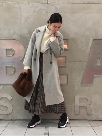 普段のコーディネートにも◎。ふわふわファーバッグや、ウールのチェスターコートなどの季節感のあるアイテムにもぴったりはまります。  (※イメージ画像のため、着用している靴はFreeタイプではありません。)