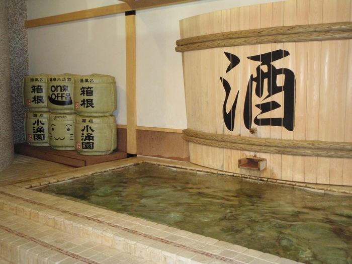 お酒好きな方には「酒風呂」へ。温泉とお酒の効果で、身体を芯まで温めてくれるようです。ほのかなお酒の香りでほろよい気分♪