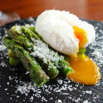 粉チーズは食材との相性も良いので、洋食のおもてなしで色があるプレートの際はよりお料理を美味しく美しく見せてくれます。