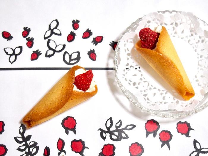 イチゴとチョコレートのスイーツ店で、特に人気なのが苺をブーケに見立てたこちらの「グレイシア」。バタークリームをチュイールで包み、ドライ苺がトッピングされています。行列必至の人気店なので、並ぶのが苦手な方にも通販がおすすめです。