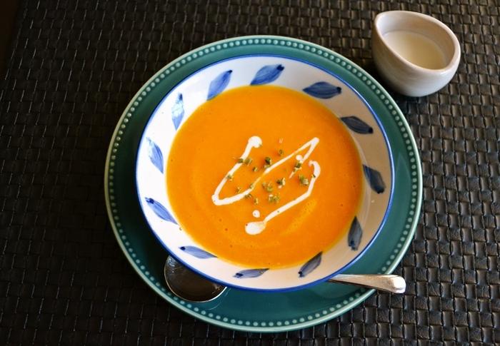 こちらはミキサーでつくる、とってもなめらかなスープです。たった10分で作れる時短レシピ。忙しい日の朝ごはんにもおすすめです。