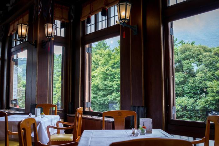 富士屋ホテル内にある、文化財になっているメインダイニング「ザ・フジヤ」です。宿泊のお客様だけでなく、ランチなどで訪れる人も多いそう。
