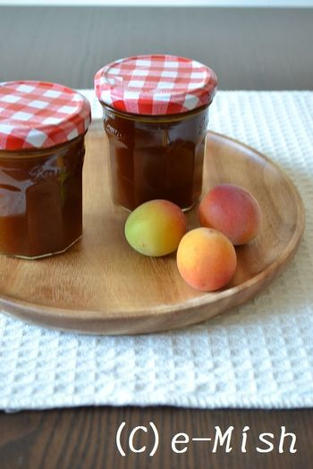 この時期作りたいのが梅のエキスが凝縮された梅ジャムです。梅ジャムは砂糖と完熟の梅だけで作るのでとってもシンプルで梅の美味しさを堪能できます。