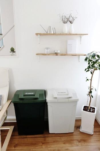 70Lと大容量の屋外用ゴミ箱です。太くて持ちやすいハンドルは、片手で操作しやすく開閉が楽。 しっかりロックでき、頑丈で風雨に安心な作りなのだそう。