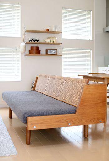 北欧デザイナーの巨匠ハンス・J・ヴェグナーの手掛けたデイベッドです。  サイズは大きいですが、ソファやベッドとしての使用はもちろん、サイドテーブルとしての役割や収納も兼ね機能的。 ファブリックタイプも色柄がたくさんあって、どれも素敵です。