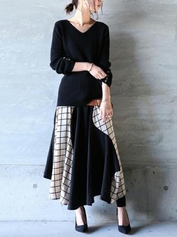 黒のリブニットにウインド・ペンチェックの切替スカートを合わせれば、メリハリのある美人コーデの完成♪ デコルテをすっきり見せることで華奢見せ効果も♪
