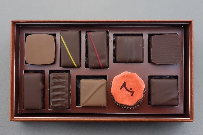 洗礼されたチョコレートの数々は男女問わず見惚れる美しさ。味わいも文句なし。スーツが似合い仕事ができる彼へ、特別なバレンタインギフトはいかがですか?