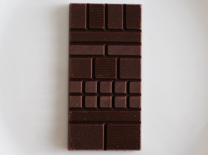 カカオ本来の美味しさをシンプルにいただくことができるミニマルのチョコレートは、シンプルな形の中に独自のセンスと確固たる自信を感じることができる味わい深い斬新なチョコレートです。スマートなおしゃれを楽しむ彼にプレゼントしたいバレンタインギフトです。