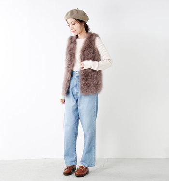 冬のお洋服はコートを着てしまえば代わり映えのしない、なんてもったいない。季節感とアクセントを添えてくれるベストを上手に取り入れて、毎日のコーディネートをもっと楽しもう。