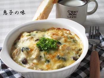 豆腐と味噌で作る和風のホワイトソースが優しい味わい。しめじのシャキシャキっとした食感と、鶏肉もしっかりと入っているので、食べ応えも抜群です。