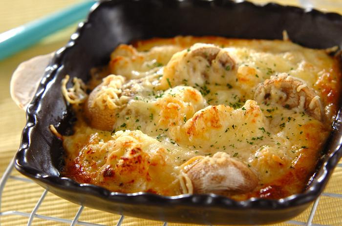 牡蠣というと、鍋にしたりフライにしたりが定番ですが、実はグラタンにするととっても美味! ソテーしたプリプリの牡蠣がクリーミーなソースと相まって、やみつきになる美味しさです。