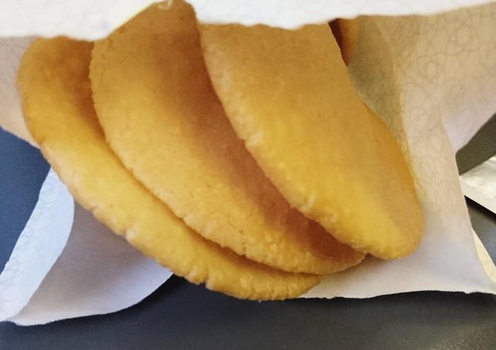 原料にこだわっているからこそ、お煎餅からお米の味をしっかりと感じることができます。  また、別添えの山椒塩をかけるとピリッとして味も変えられるので飽きずに食べられそうですね。