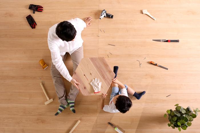 DIYに挑戦してみたいけど、何から手を付けていいかわからない。本格的な道具はないけど、自分で家具を作ってみたい。子どもと一緒に木工をしたい。…そんな風に思ったことはありませんか? そんな思いを持つ方のために、岐阜で100年以上にわたり材木を扱ってきた「ヤマガタヤ産業株式会社」が、プラモデルファニチャー『木it(キット)』を開発しました。