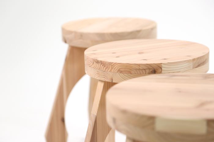 材料を一枚板で提供することにより、輸送コストの軽減を実現。また、木の端材を活用することで資材ロスを削減し、国産の無垢材を積極的に活用することで、日本の森林を守っているそうです。