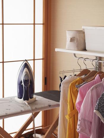 アイロンなど、服のお手入れコーナーも近くにつくれば、家事動線もスムーズ。服を洗い、アイロンをかけ、収納するという良い流れができますね。