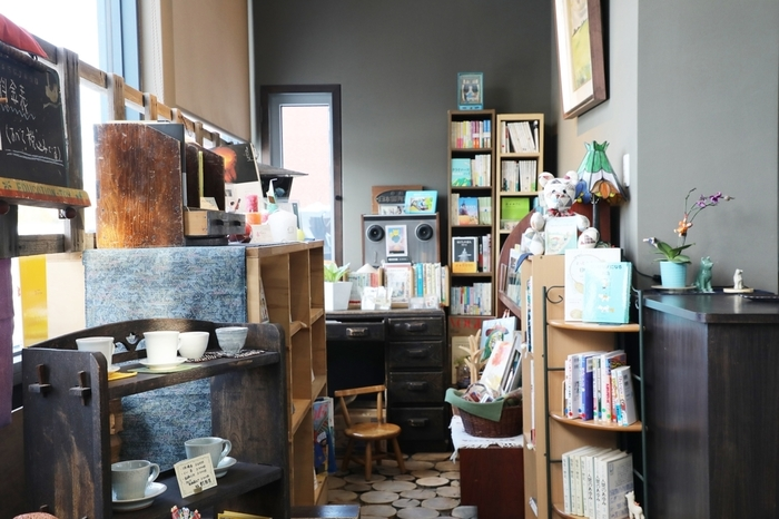 じっくりと本の世界に浸れる空間作り。「ブックカフェ風インテリア」のすすめ