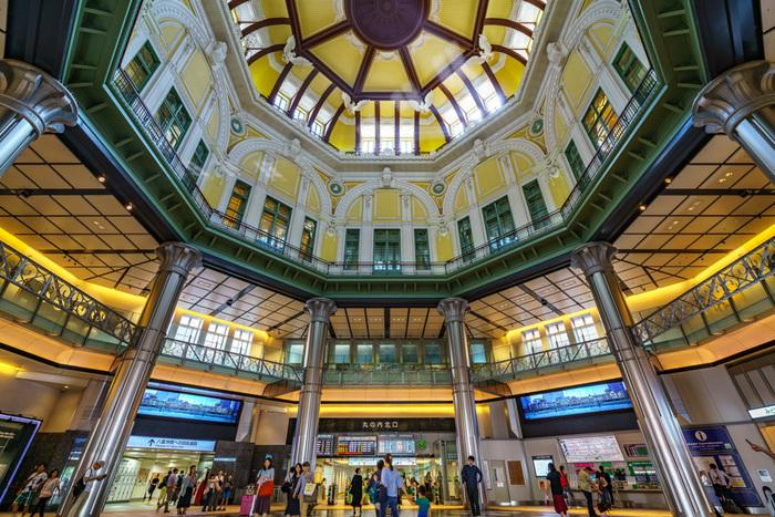 八角形のドーム状の天井は、圧巻の景色です。8つの方角にそれぞれの干支のレリーフが装飾されています。