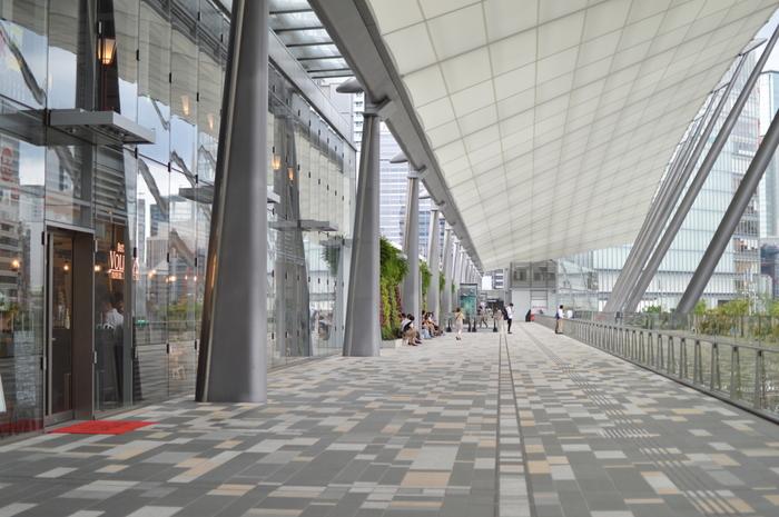 八重洲側にあるノースタワーとサウスタワーをつなぐ大きな屋根の中に、日本の名店が軒を並べています。