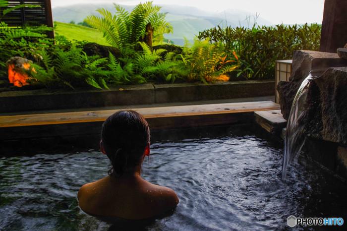 ちょっぴり贅沢な休日を過ごすなら、温泉やスパはいかが?広い湯船にゆったり身をあずける幸せはもとより、マッサージやグルメといったお楽しみもあり、がんばった自分へのご褒美にぴったりです。