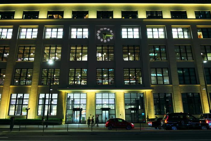 KITTEは日本郵便が運営する商業施設で、かつての東京中央郵便局を修復、保存、再生をして生まれ変わった複合施設、JPタワーの中に入っています。KITTEの意味はもちろん「切手」と、「来て!」の意味もあるそうです。