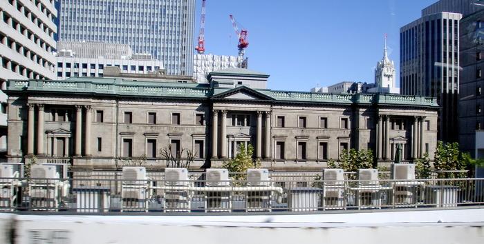 東京駅や両国国技館をも設計した、辰野金吾によって、明治15年、1882年に建設され、現在の場所へ移転しました。昭和49年、1974年にはすでに国の重要文化財に指定されました。 小学5年生以上であれば、予約をして本店の見学ツアーを体験することが可能です。
