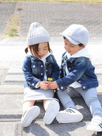 男の子と女の子、どちらでも着られるデニムジャケットをペアアイテムとして投入!