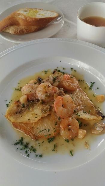 パスタだけでなく、お魚やお肉のランチメニューもありますよ。  また、ドルチェの評判も高いので、ぜひデザートにドルチェも味わってみましょう♪