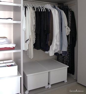 お気に入りは、いつも眺めていたいもの。衣類収納も、「見せる」「飾る」ことを意識すれば、洋服を選ぶのも楽しくなりそう。  あなたもぜひ、今よりもっと「自分らしさ」を感じられる収納をめざしてみませんか。