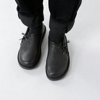 ドイツ生まれの「trippen」。独創性と快適さを備えた靴は、老若男女幅広く人気があります。 こちらのカウソフトレザーサイドレースアップシューズは、サイドにあしらったシューレースが珍しいタイプ。マニッシュなファッションが引き立ちそうです。