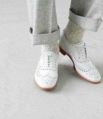 革靴は、履けば履く度に足に馴染んでくるから自然と愛着が湧きますよね。シューメンテナンスもなぜか革靴だと積極的にしたくなるから不思議なもの。日々のメンテナンスでよい状態をキープしたあなただけの1足で、素敵な場所へたくさんお出かけしてくださいね。