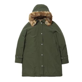 モッズコート風のデクシージャケットは、表面に撥水機能を備えているため、天候にかかわらず着用できます。