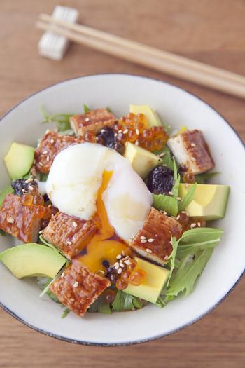 魚介・肉・野菜や豆腐…多彩な具材で作るおしゃれ丼。簡単なのに見た目もきれいで、気軽におもてなししたいランチなどにもぴったりです。ぜひ、カフェ気分でいろんなおしゃれ丼を楽しみましょう。