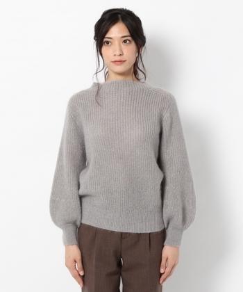 """2009年に極細モヘア糸と特殊紡績糸の開発で、ものづくり日本大賞「経済産業大臣賞」を受賞し、佐藤繊維は、世界からも認められるようになりました。""""最上級のシルエットと着心地""""と賞賛されています。"""