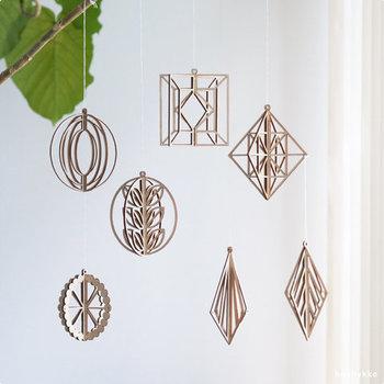 リトアニア生まれの木製オーナメント。ヒンメリを思わせる素敵なデザインは、白樺をカットして作られています。すっきりとした美しいデザインで、ナチュラルな雰囲気は、見ていてとても心地良い。