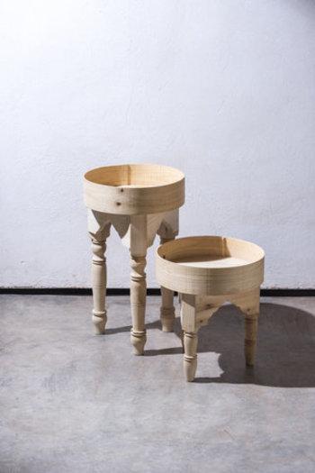 素材の良さを活かす着色のないデザインと、モロッコの職人技術が光る脚の作りが合わさった、上品でモダンなサイドテーブル。寝室のサイドテーブルにしたり、小さなものを飾るディスプレイの台として使ったりと、様々な楽しみ方ができそう。