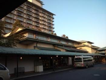 ナガシマリゾートオフィシャルホテルであるホテル花水木。遊園地にも専用通路を使えばなんとわずか徒歩2分という立地の良さに家族連れやカップルにも人気の温泉宿です。