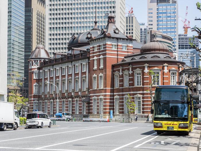 東京駅から出ている「はとバスツアー」に乗れば、東京駅から効率的に都内各所の観光スポットをまわることも可能です。東京駅を十分満喫したら、バスツアーで少し遠出をしてみませんか?