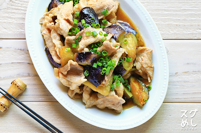 調理時間わずか10分というお手軽レシピ。材料も豚の薄切り肉、なす、ねぎがあればお家に常備している調味料をプラスするだけで、あっという間にできちゃいます。甘辛い味付けは白いごはんのお供にぴったり♪